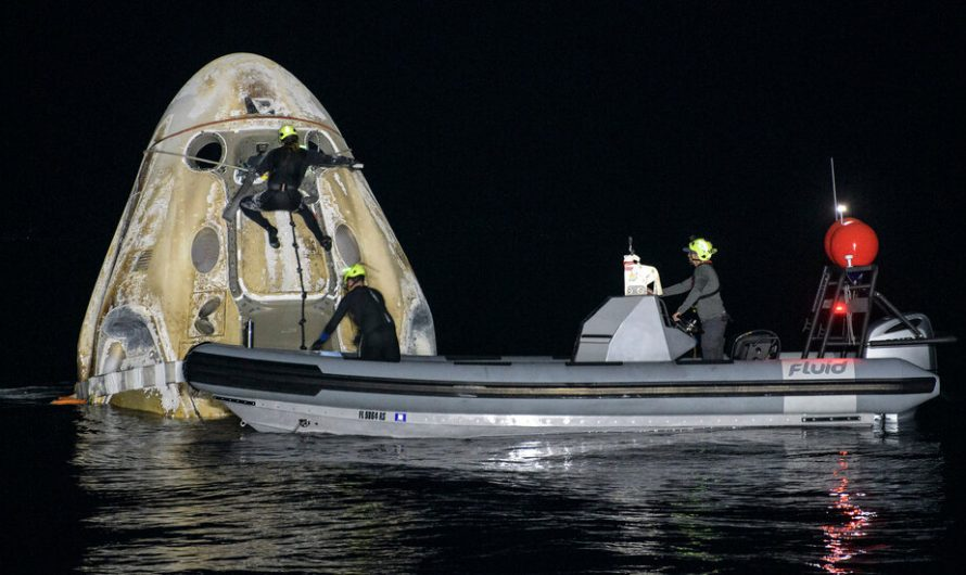 SpaceX Makes First Nighttime Splashdown With Astronauts Since 1968